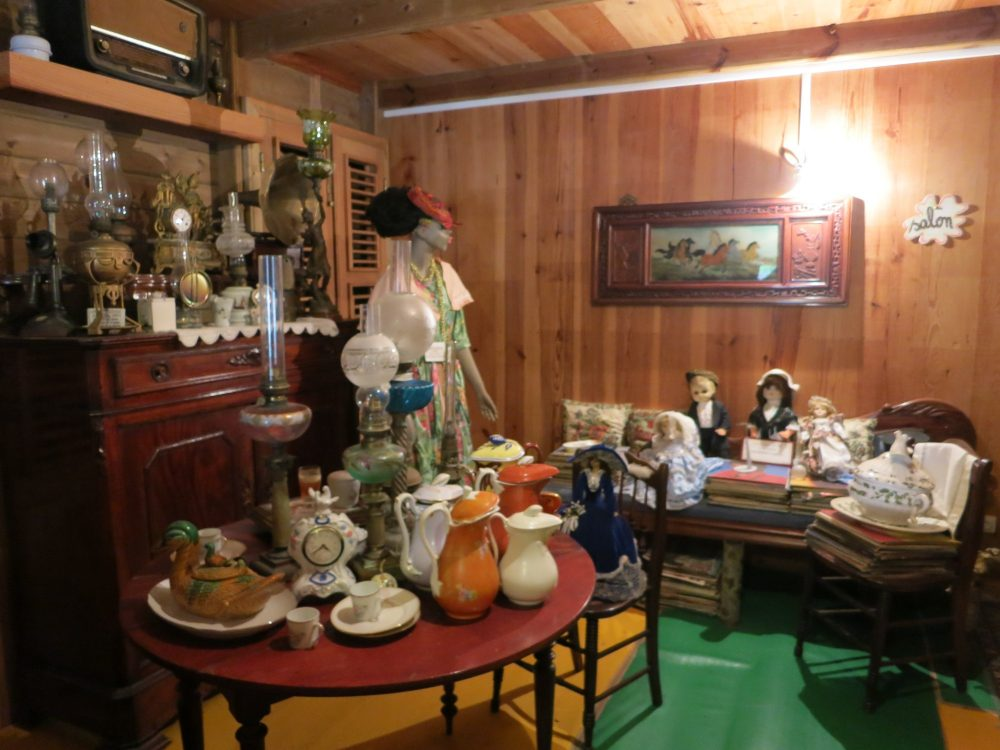 "the ""salon"" of the plantation house at the Banana Museum"