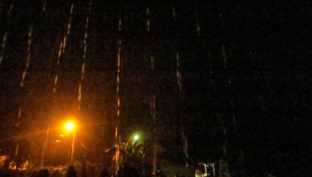 Guadeloupe: torrential rain seen from my window in the middle of the night