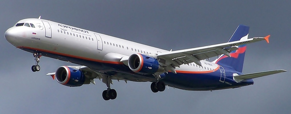 photo showing an Aeroflot A321 either taking off or landing.