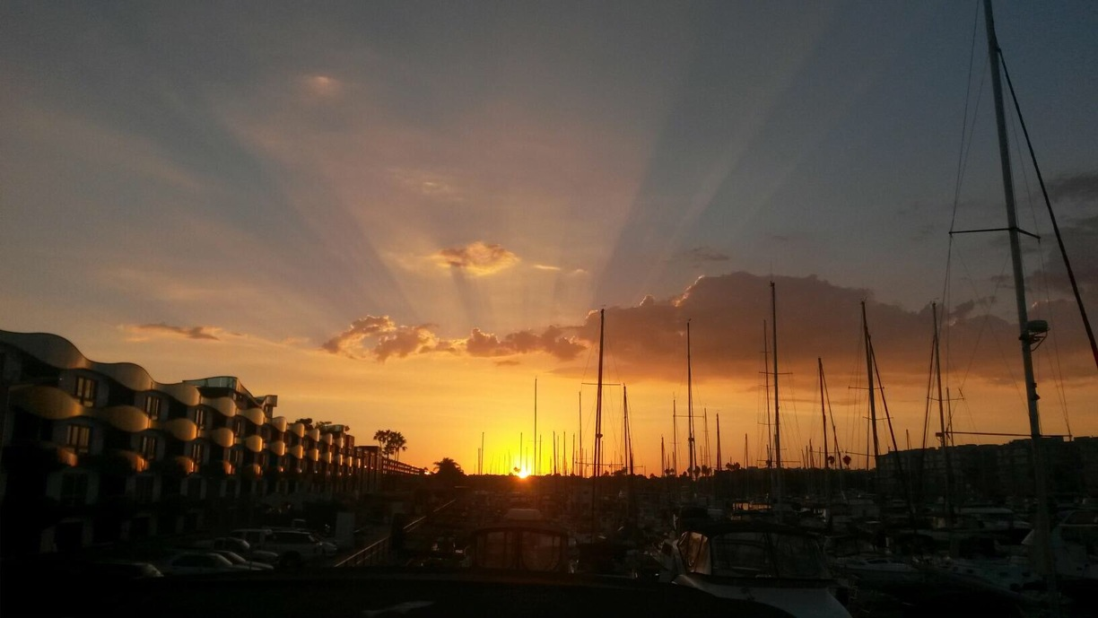 Marina del Rey sunset. Photo by Yesenia Hinnaoui via Trover