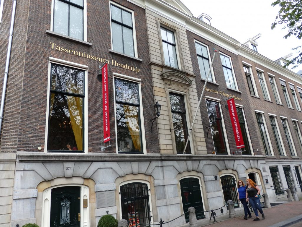 The museum of bags and purses Amsterdam is housed in a lovely 17th century patrician's house.