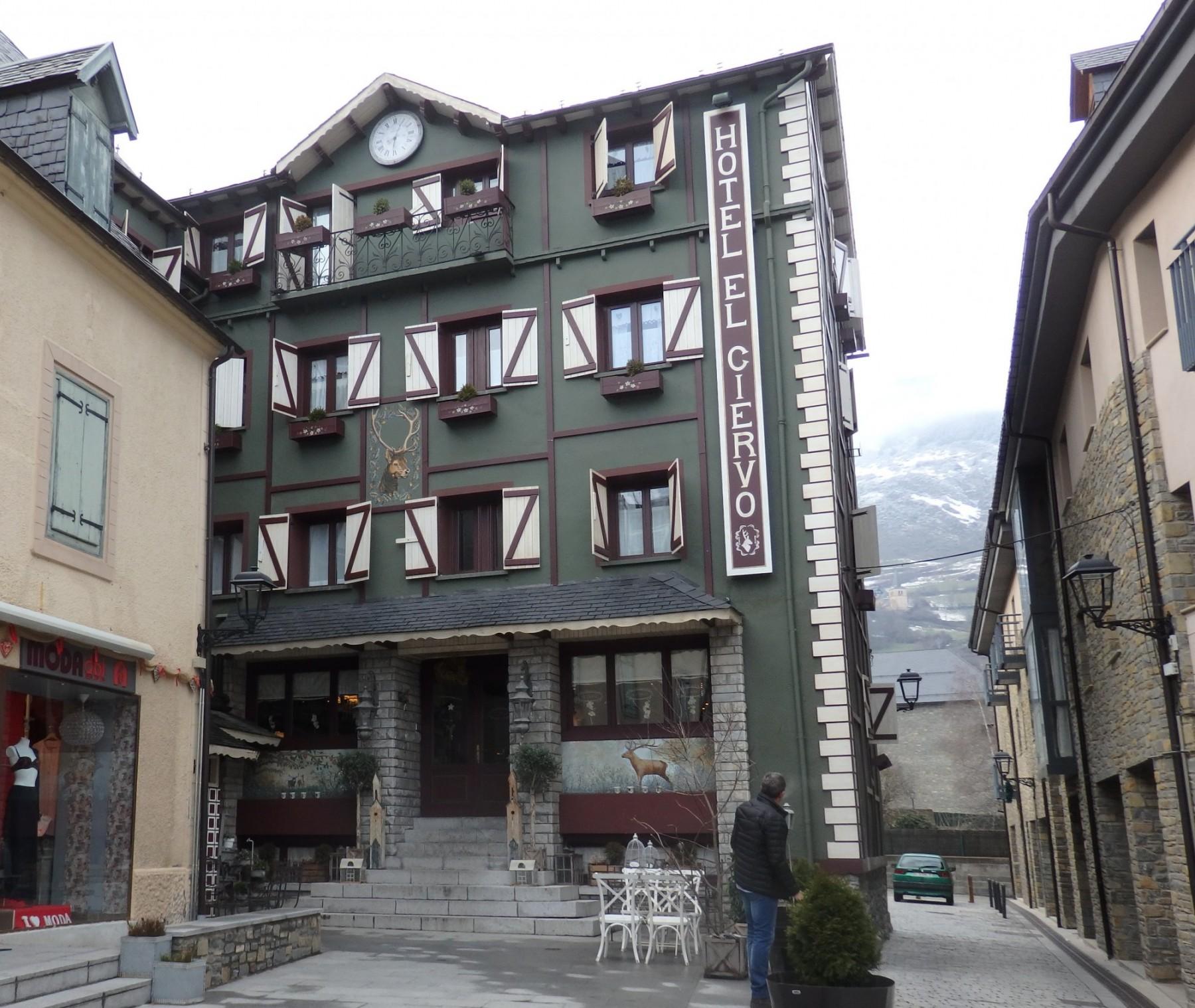 the front of Hotel El Ciervo