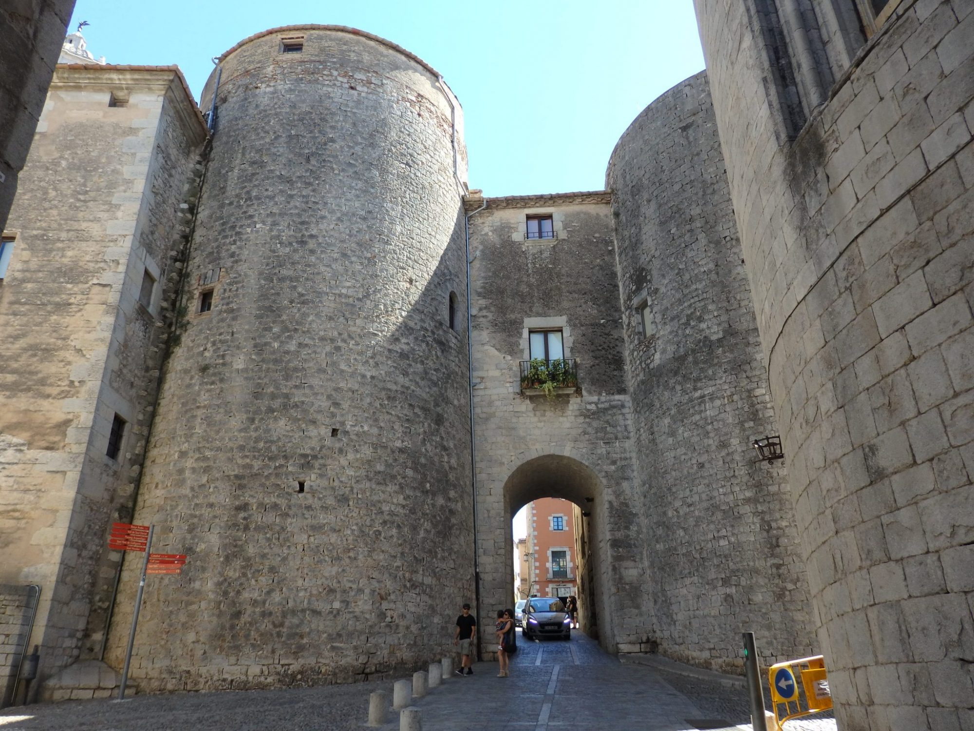 gate into old Girona