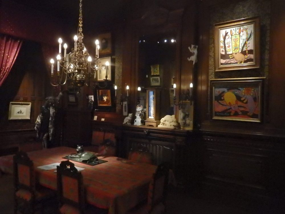 a view of the Mechelen room of the Cat Cabinet in Amsterdam