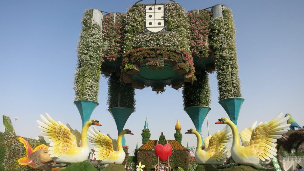 The first sight on entering the Dubai Miracle Garden is this thing, standing on four swans.
