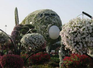 Dubai Miracle Garden: Absurdity in the desert