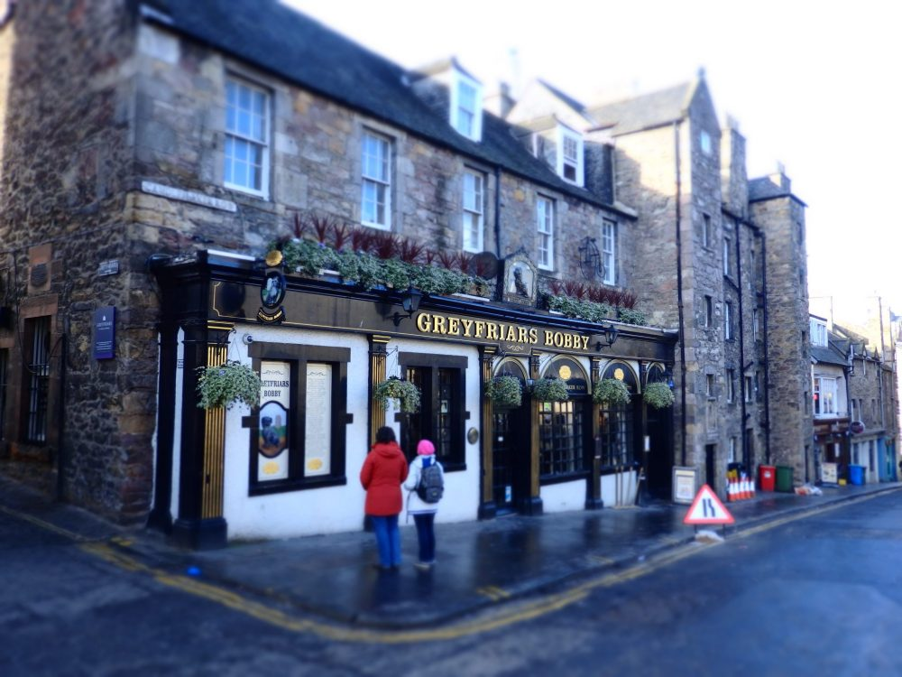 A pub near the University of Edinburgh campus: The Wallace Memorial and a travel blogger's heart