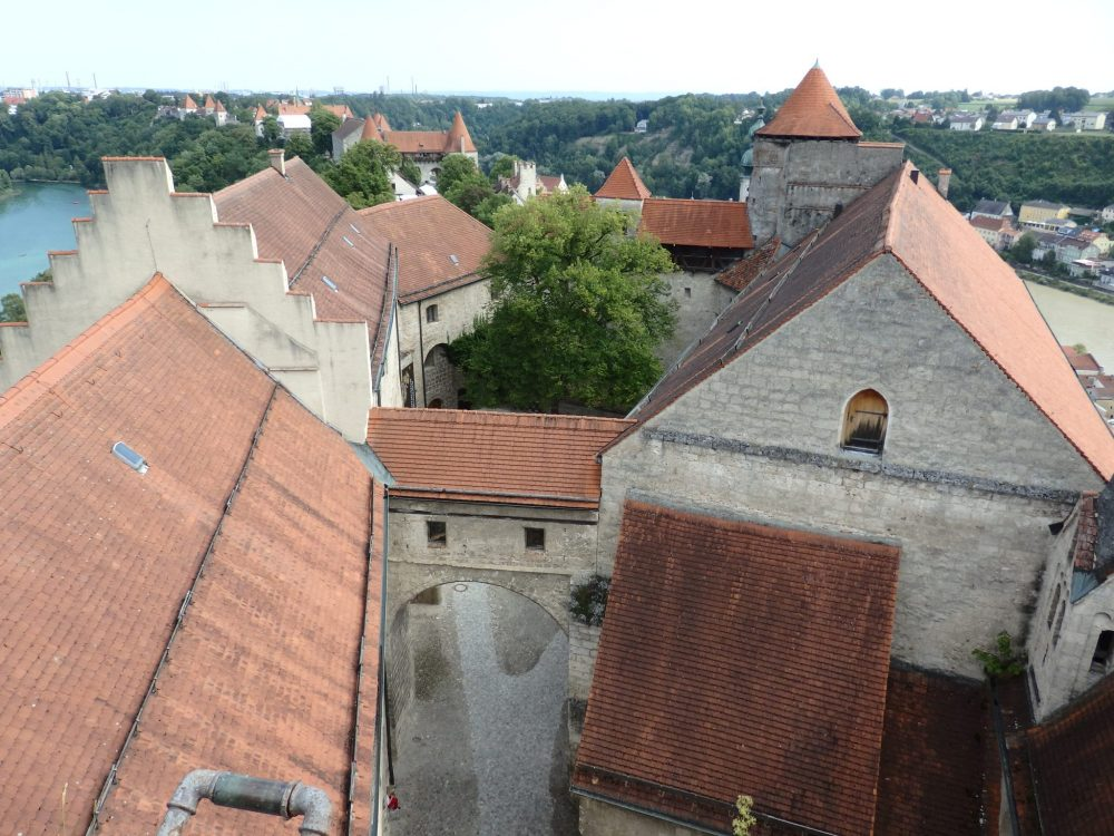 In this view from the roof, you can see the whole kilometer-long castle. All of the red roofs you see are parts of Burghausen Castle.