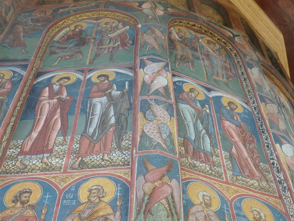 I particularly liked these odd figures -- angels? -- on the vertical panel between the inset processions of saints. The Spectacular Painted Churches of Moldavia.