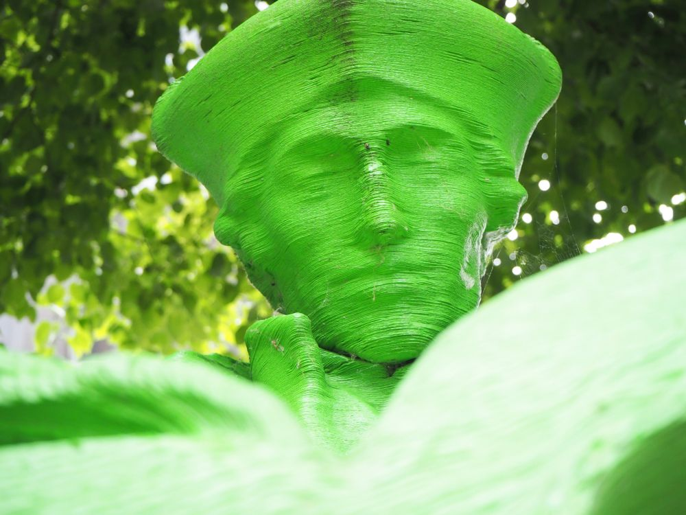 In this close-up of Erasmus's face, the layers of the 3D print are clearly visible.