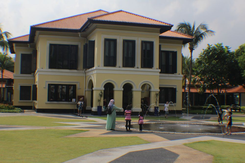 The Bitemojo app also stops at points of historical or cultural interest like the Malay Heritage Centre.