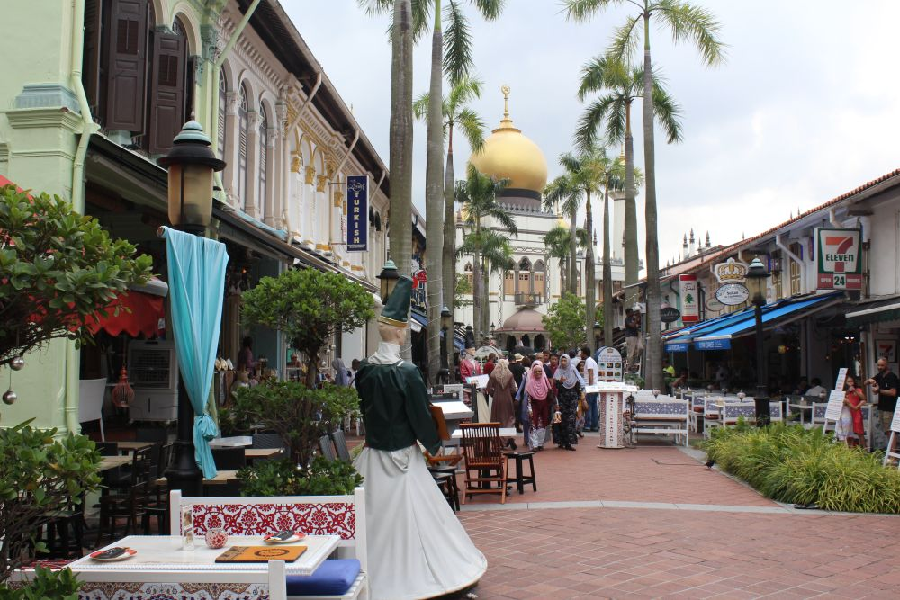 A pedestrian street in Kampong Glam, with the Sultan Mosque at the end.