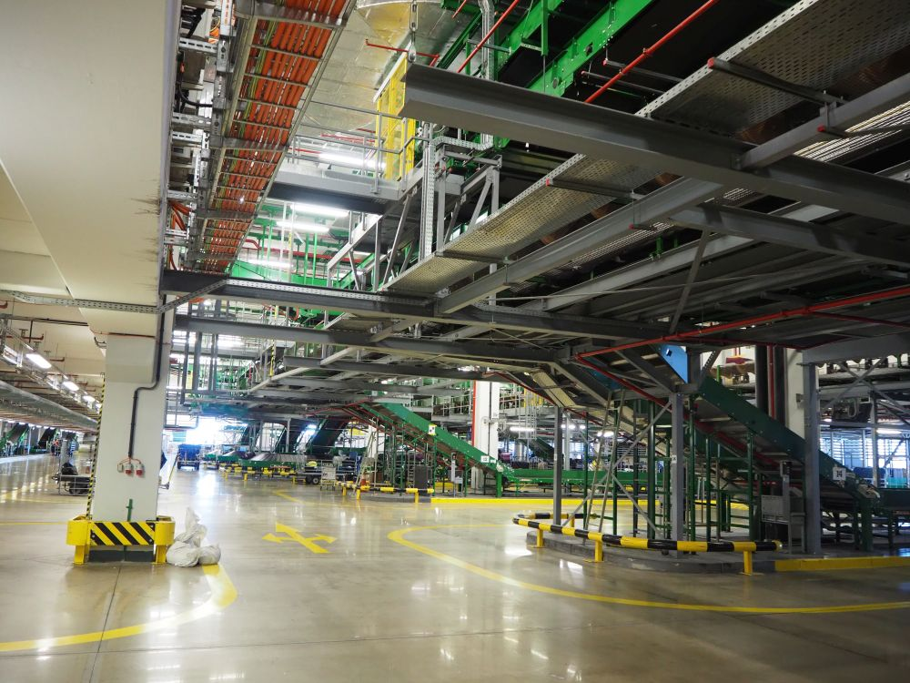 This photo shows only one section of the baggage handling hall. I couldn't get the whole thing in one picture!
