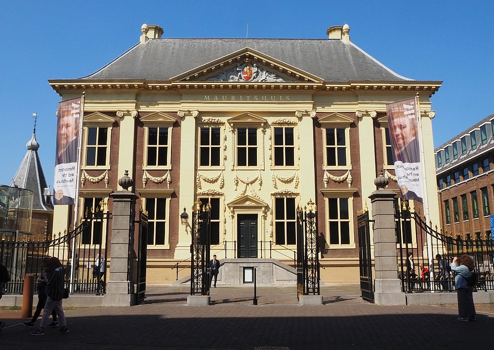 An outstanding art museum in the Hague: Mauritshuis. It is housed in an elegant mansion that shouts wealth.