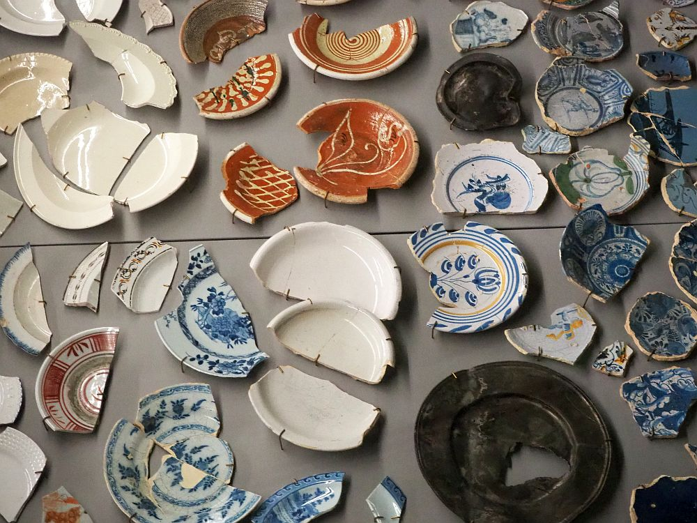 The dishes pictured are all broken and pieced together, though most also still have portions missing.