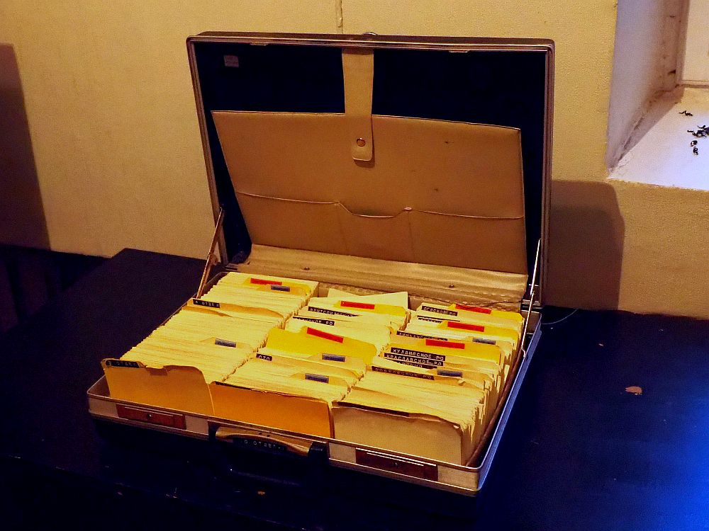 A briefcase with three neat rows of index cards. The section dividers are each labeled in Russian.
